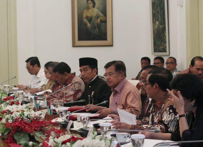 Foto: Presiden Jokowi saat memimpin ratas membahas mengenai dana desa di Istana Kepresidenan Bogor, Jawa Barat, Rabu (18/10).