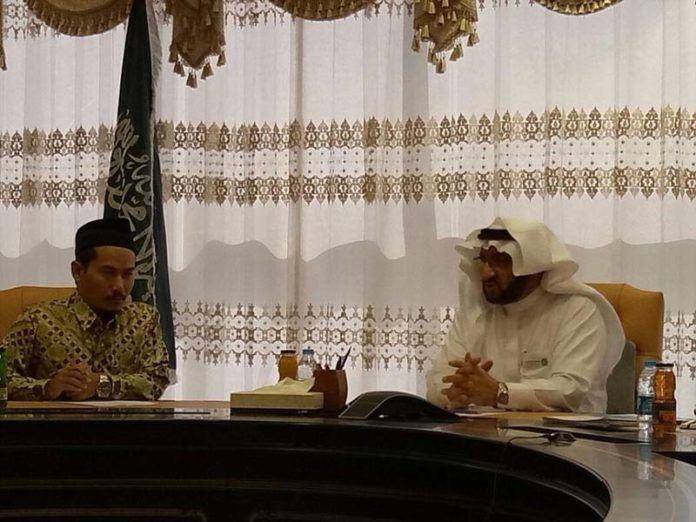 Foto: Kadaker Madinah Amin Handoyo berkunjung ke Rektor Universitas Thaiba Madinah.