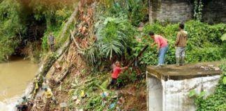Foto: Pemko Medan melalui Dinas PU, melakukan normalisasi Sungai Bekala di Jalan Kapten Purba, Kelurahan Mangga, Kecamatan Medan Tuntungan, Kamis (12/10).
