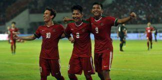 Foto: Pemain timnas U-19 Indonesia Witan Sulaiman (tengah) merayakan golnya bersama rekan setimnya saat menghadapi Thailand U-19