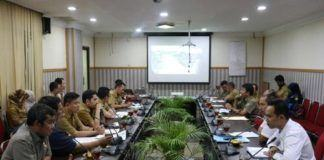 Foto: Suasana rapat rencana serah terima lingkungan Waduk Martubung I Perumnas cabang Sumatera Utara di ruang rapat II Kantor Walikota Medan, Selasa (10/10).