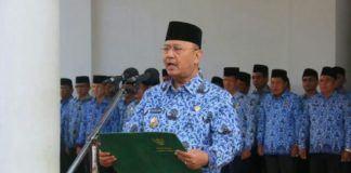 Foto: Walikota Medan Drs H T Dzulmi Eldin S M.Si menjadi Inspektur Upacara Peringatan Hari Kesaktian Pancasila di halaman depan Kantor Walikota Medan, Minggu (1/10).