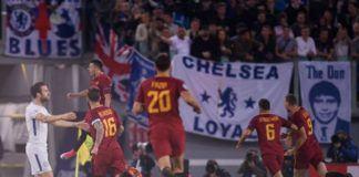 Para pemain Roma merayakan gol cepat El Shaarawy (Foto: AFP)