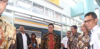 Foto:Mendagri Tjahjo Kumolo usai melakukan kunjungan kerja ke suatu daerah.