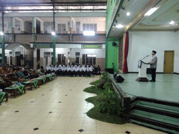 Foto: Menag beri ceramah pada Peringatan Hari Lahir ke-28 Pondok Pesantren Modern dan Launching Sekolah Tinggi Ilmu Tarbiyah (STIT) al-Ihsan.