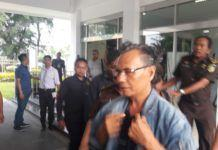 Foto: Penyidik Pidana Khusus (Pidsus) Kejaksaan Tinggi Sumatera Utara menahan 10 tersangka kasus dugaan korupsi pengerjaan Rigid Beton Dinas PU Sibolga TA 2015. Mereka ditahan di Rutan Tanjung Gusta Medan.