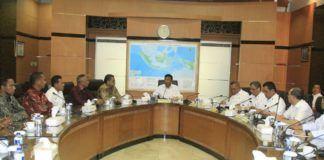 Foto: Menko Polhukam Wiranto memimpin Rapat Terbatas Tingkat Menteri membahas Pilkada Serentak 2018, di kantor Kemenko Polhukam, Jakarta, Rabu (1/11).