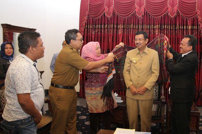 Angkat Guru Honor Jadi ASN