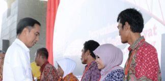 Presiden Jokowi Serahkan Setifikat Tanah