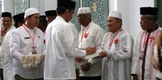 Jokowi Bagikan Sertifikat Tanah