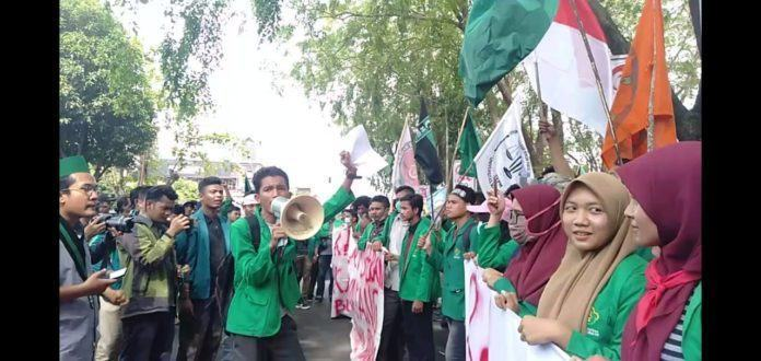 Aksi Ratusan Mahasiswa Lhokseumawe
