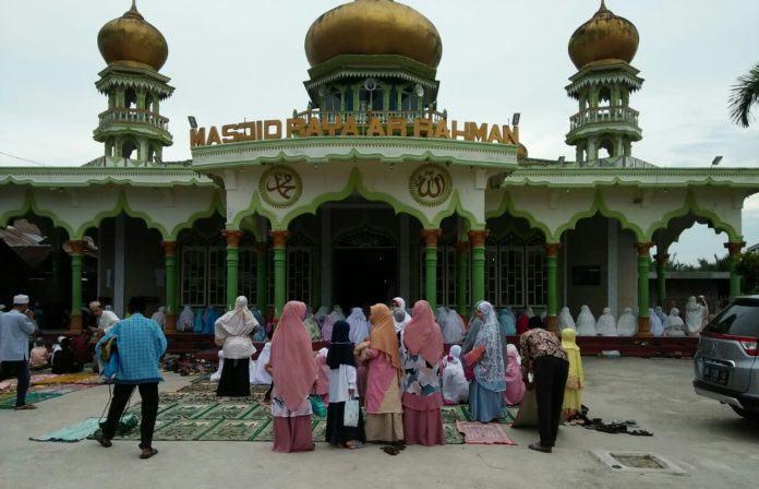 Ratusan Umat Muslim