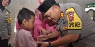 Bersama Ketua Bhayangkari, Kapolres Banjar Kunjungi Pondok Pesantren