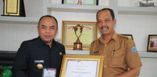 Pemkab Labuhanbatu,Terima Penghargaan Dari Menteri Sosial