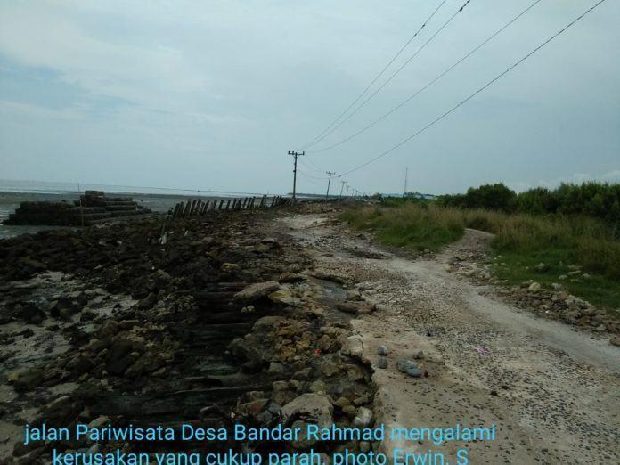 Pantai Bogak Tanjung Tiram, Gelombang Pasang Hancurkan Jalan Pariwisata