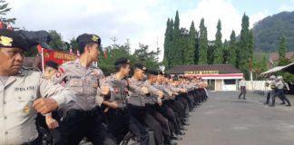Personil Polres Banjar Latihan Gerakan Dasar Dalmas