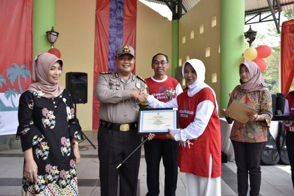 Jambore Anak, Walikota Banjar Berikan Piagam Penghargaan kepada Kapolres