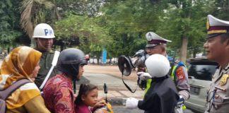 Sat Lantas Polres Banjar, Sosialisasikan Pentingnya Penggunaan Helm Saat Berkendara