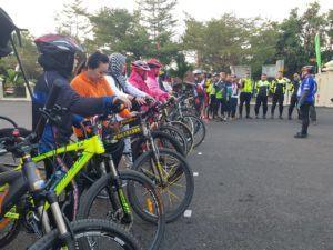 Hari Kesatuan Gerak Bhayangkari ke-67, Polres Banjar Gowes Bareng