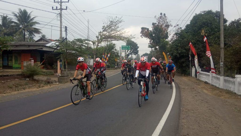Goes Bareng Kemerdekaan, TNI dan Polri Bersepeda 100 KM