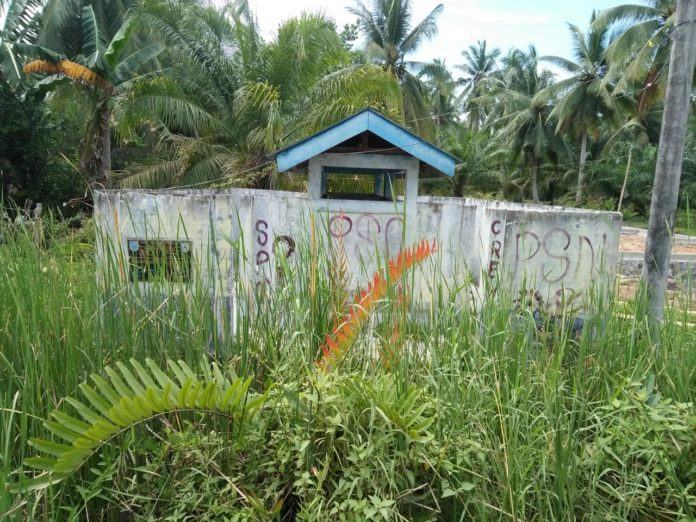Bangunan Sumur Bor PNPM Perdesaan Ditumbuhi Semak Belukar