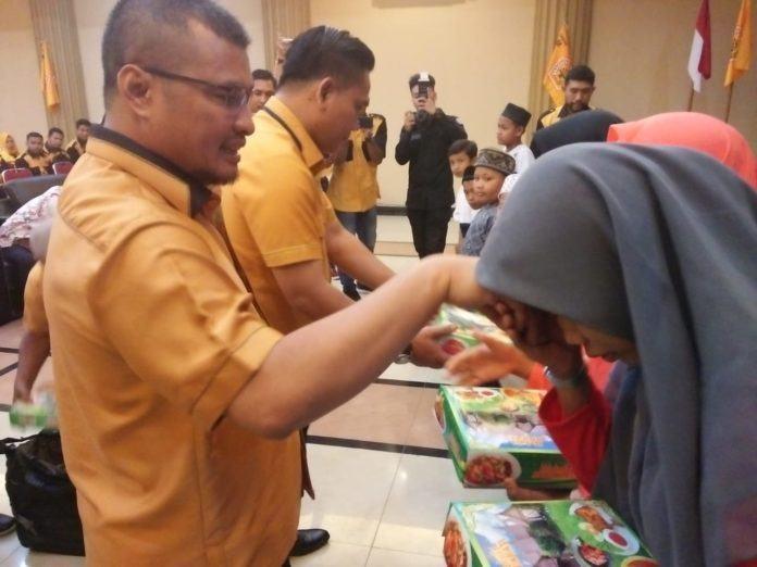Pelantikan MKGR Aceh, Santuni 250 Anak Yatim
