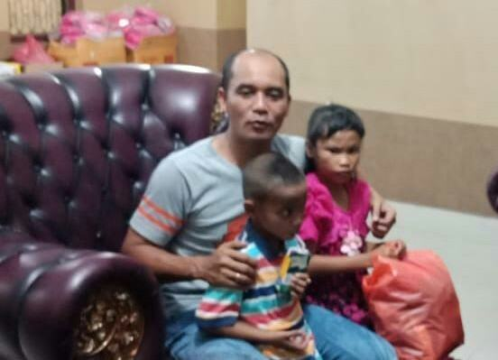 Dua Bocah Viral Labuhanbatu, Frido Memangku dan Memeluk