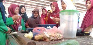 Mahasiswa KKN Unimal, Praktikkan Pembuatan Manisan dari Pepaya Muda