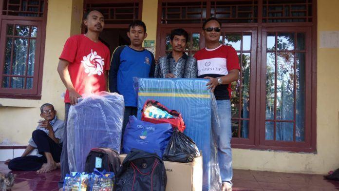 Dinas Sosial Ciamis, Serahkan Bantuan Korban Kebakaran