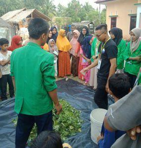 Dorong Daya Kelola Warga, KKN 32 Unimal Sosialiasi Pembuatan Pupuk Organik