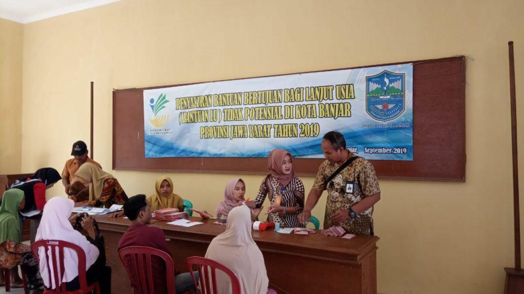 Dinas Sosial Banjar, Salurkan Bantuan Lansia