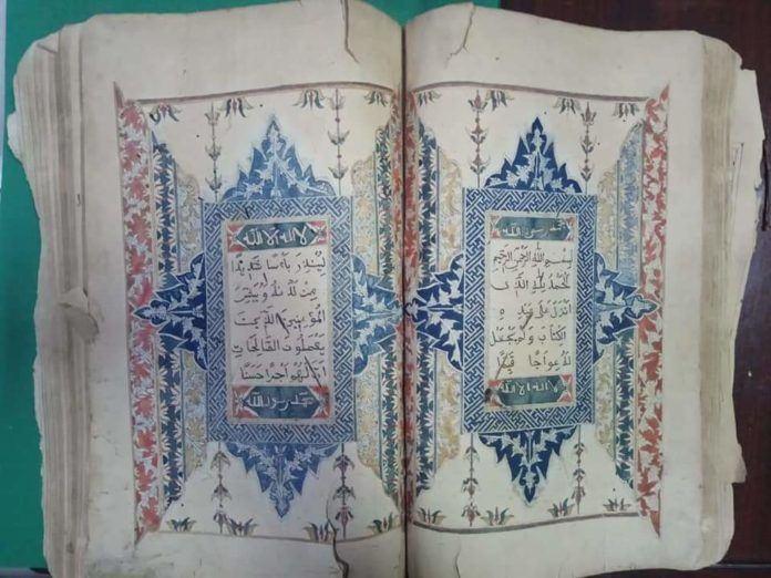 Ditemukan di Simalungun, Mushaf Al Qur'an Kuno Dengan Iluminasi Biru Yang Unik