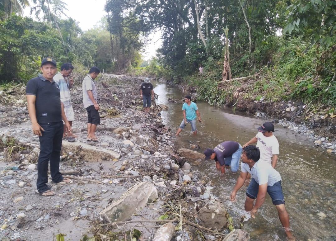 Normalisasi Parit Pembuangan Desa Ujung Batu Atasi Banjir
