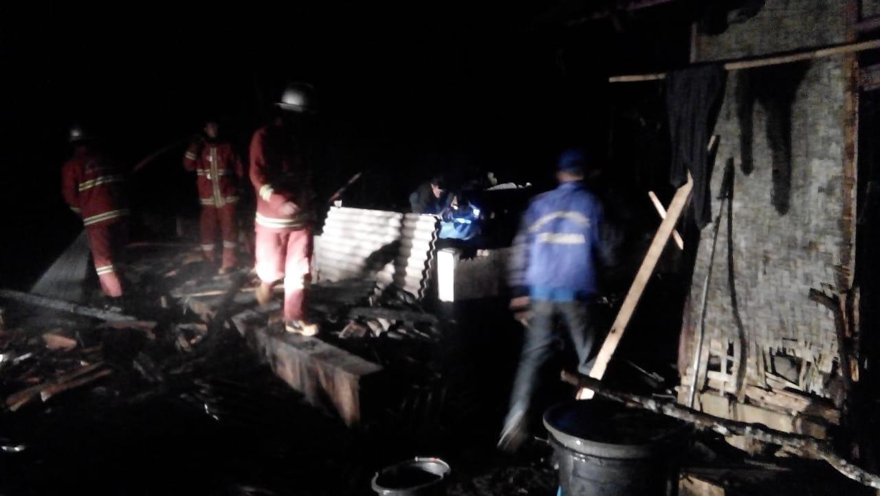 Rumah Terbakar Pangandaran, Warga Gotong Royong Padamkan Api