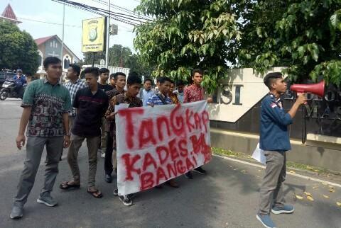 Demo di Polda Sumut, FMPK Sikapi Video Asusila Kades Bangai