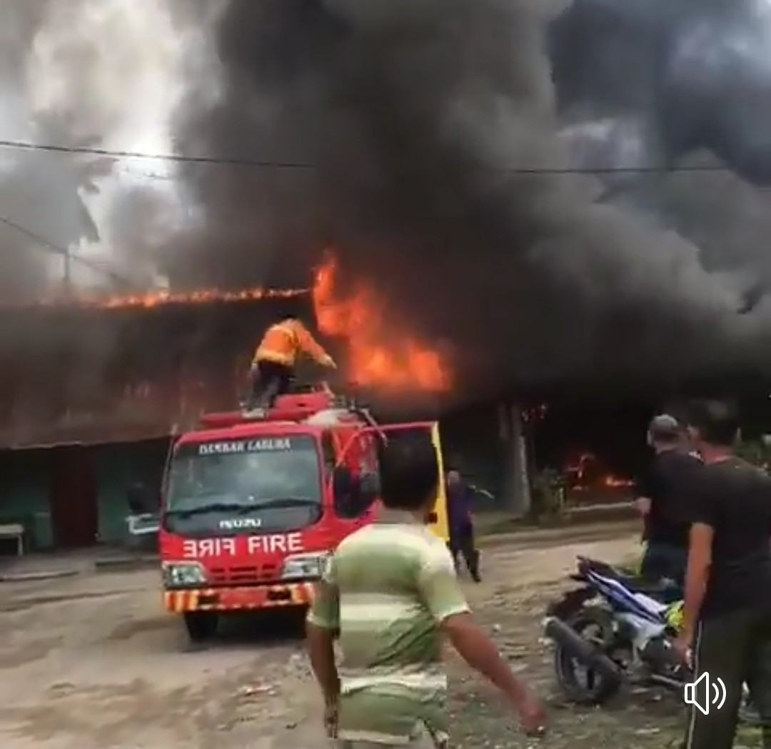 Kebakaran Rumah Labura, Diduga Korsleting Listrik 7 Rumah Ludes Terbakar