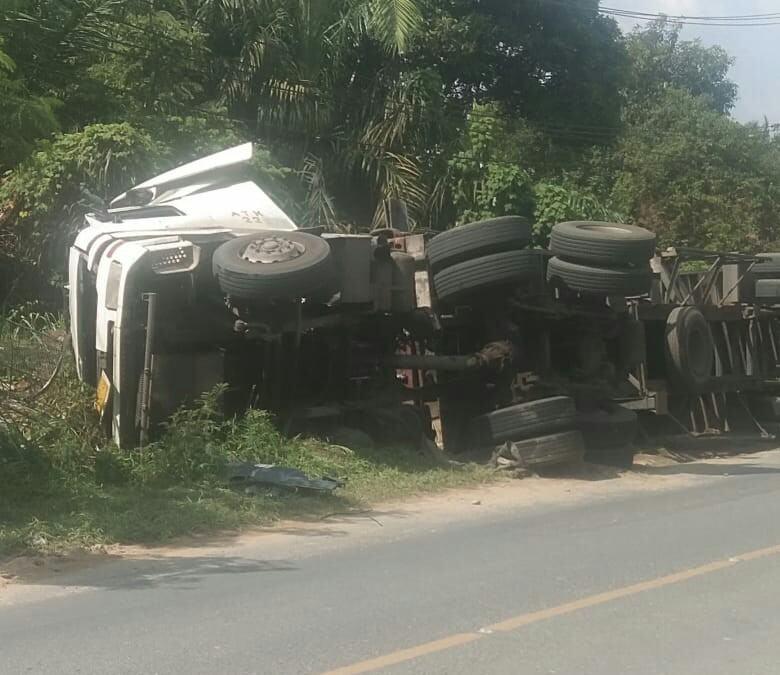 Truk Terbalik Aek Nabara, Petugas Kepolisian Tak Tampak di TKP