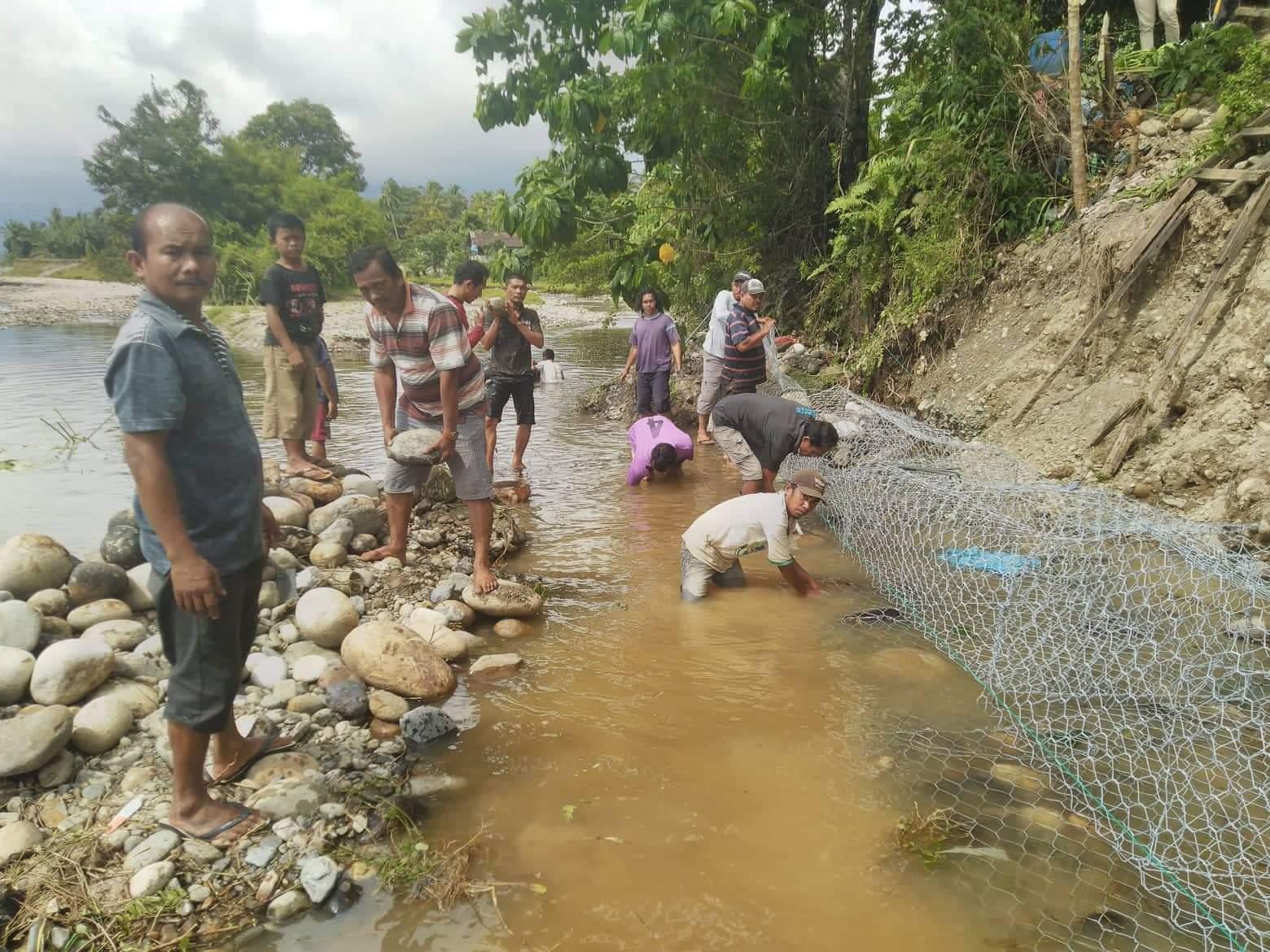 Khawatir Pemukiman dan Jalan Amblas, Desa Aek Dakka Normalisasi Sungai Aek Sirahar