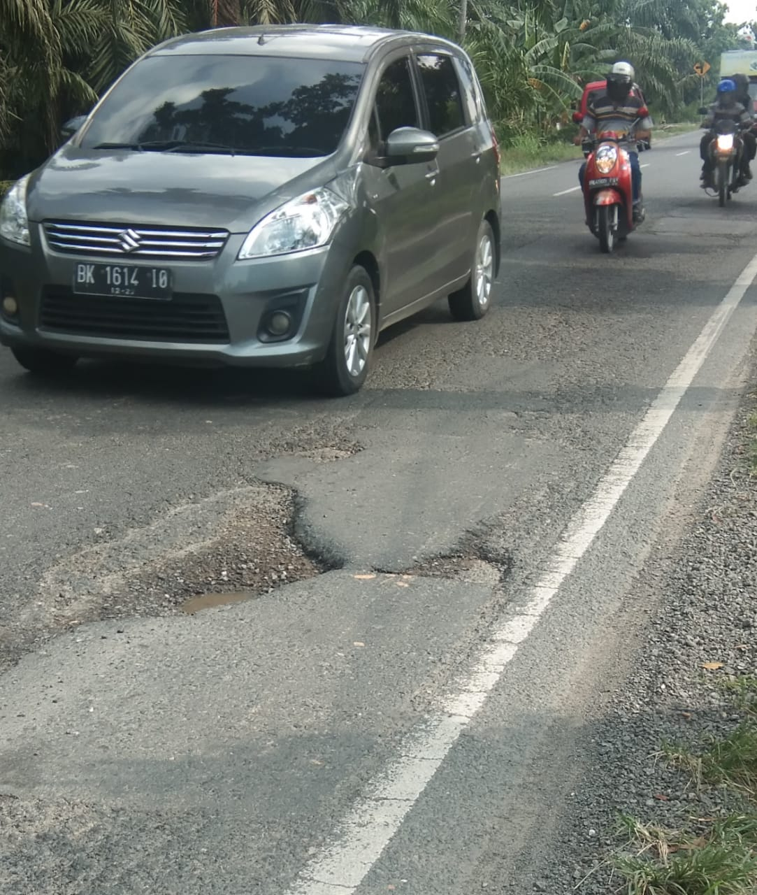 Pak Jokowi, Jalan Lintas Provinsi di Langkat Banyak Lubang