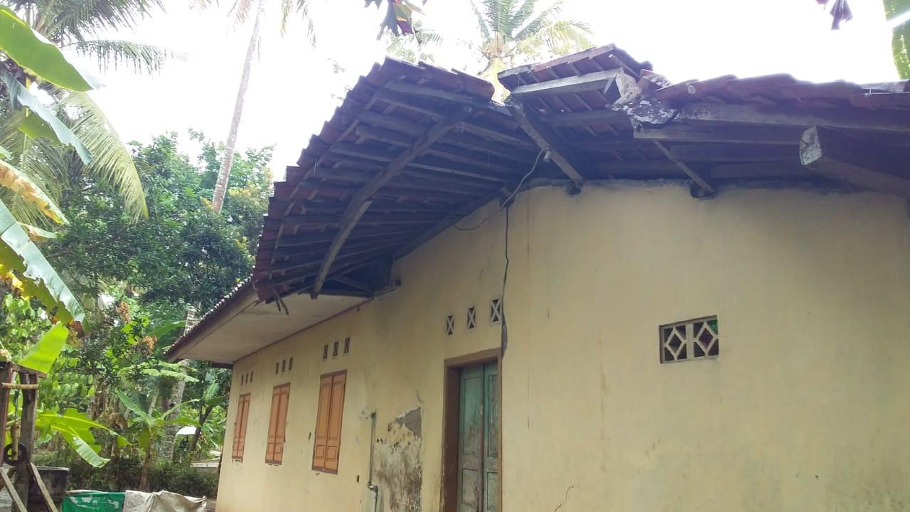 Rumah Ciamis Ambruk, Diduga Tak Sanggup Menahan Derasnya Hujan