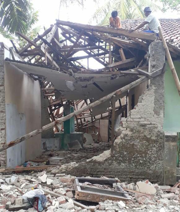 Rumah Ciamis Ambruk, Tak Tahan Diguyur Hujan