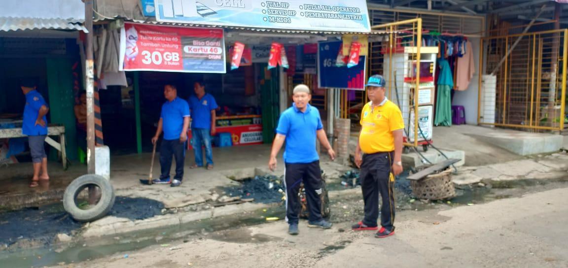 Kepedulian Camat Rantau Selatan, Laksanakan Jum'at Bersih Dengan Bergotong-Royong