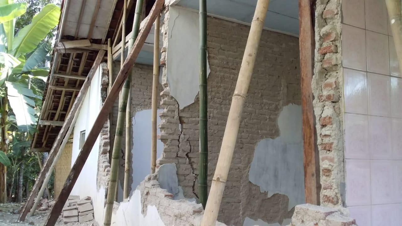 Dinding Rumah di Ciamis Ambruk