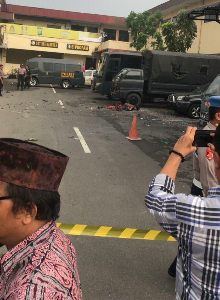 Bom di Poltabes Medan, Menggunakan Atribut Ojek Online