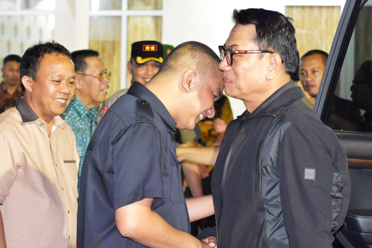 Bupati Tapteng Jamu KSP Jendral TNI (Purn) Moeldoko di Rumah Dinas