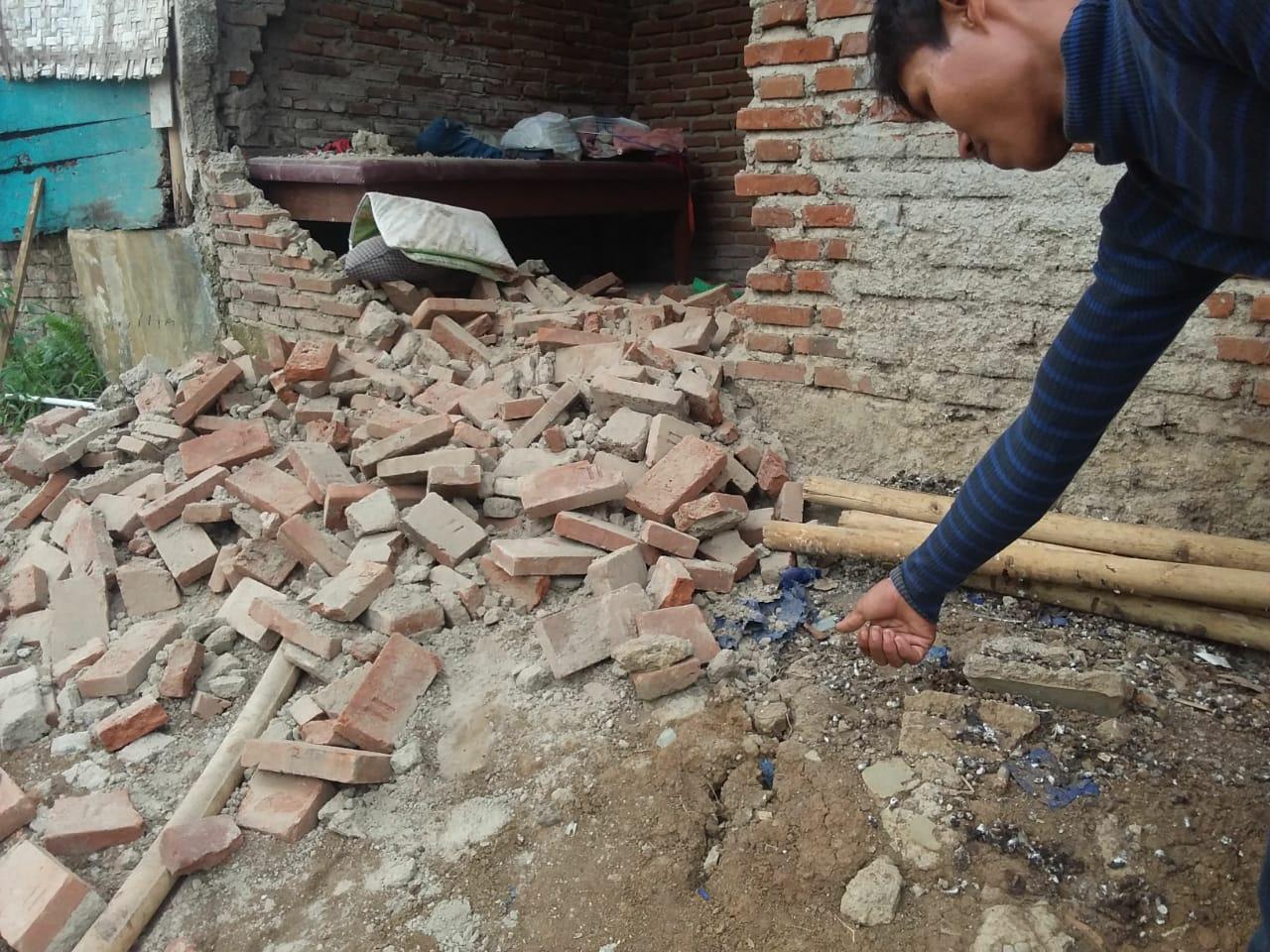 Tembok Rumah Ambruk Banjar, Diduga Akibat Pergeseran Tanah