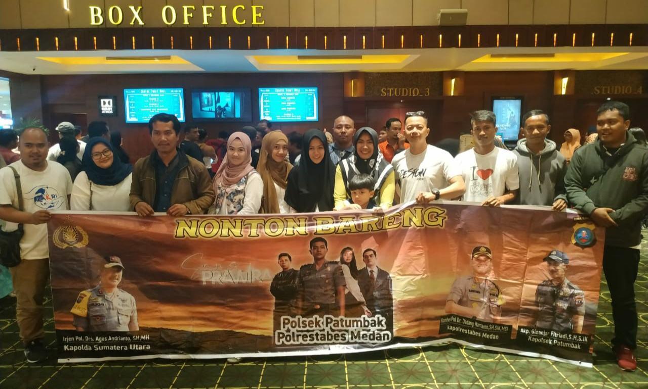 "Wakri Area Medan, Nobar Film ""Sang Prawira"" Bersama Polsek Patumbak"