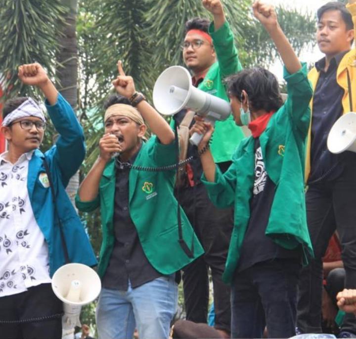 Plt Gubernur Aceh, Oknum Pengawal Ajak Mahasiswa Baku Hantam