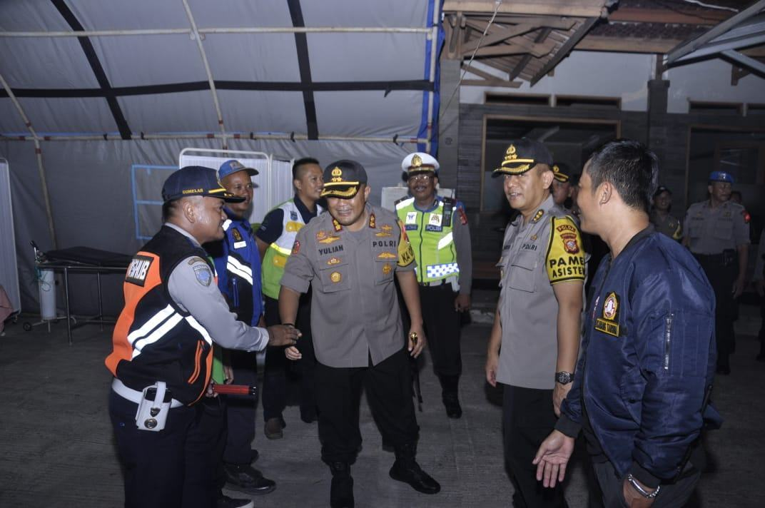 Kapolres Banjar dan Pamenwas, Berikan Bingkisan kepada Petugas Pos PAM