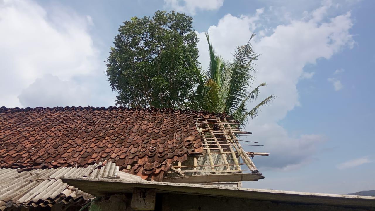 Hujan Deras dan Angin Kencang di Ciamis, 2 Rumah Warga Rusak
